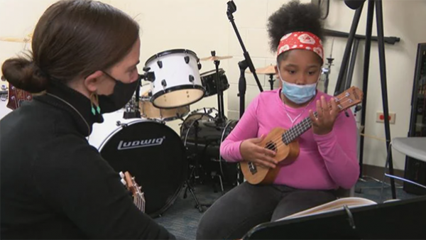 BandWith founder Anna Palomino, left, instructs 10-year-old Arviyanna Bell during a ukulele lesson at Marillac St. Vincent Family Services in East Garfield Park on Oct. 15, 2020. (WTTW News)